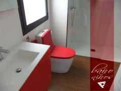 Baño de niños en unifamiliar construido por CEF Valencia