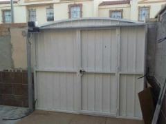 Puerta automatizada,para la entrada de una vivienda particular