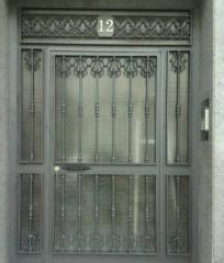 Puerta vivienda comunitaria,de hierro forjado