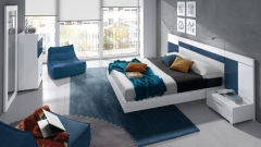 Muebles dormitorio en color blanco lacado y azul cobalto