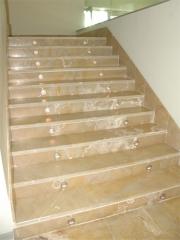 Escalera marmol amarillo mares
