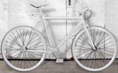 white fixies momabikes, bicicletas