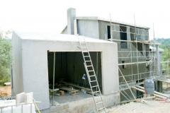 Construcci�n de chalet bioclim�tico por grupo katania