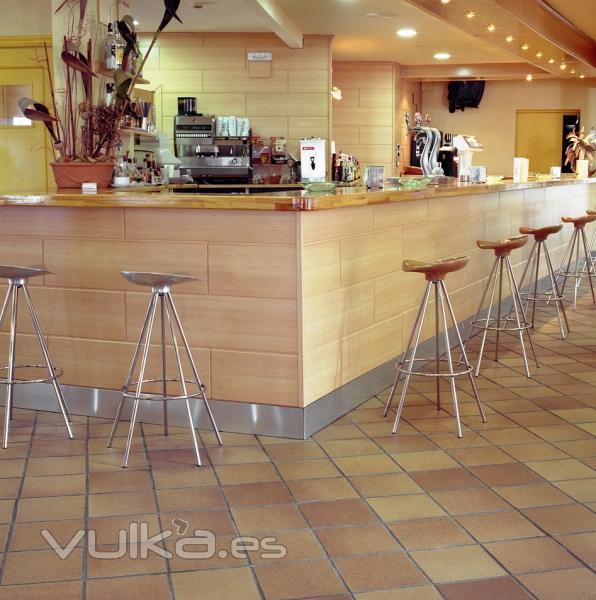 Foto gres bisbal baldosa cer mica interior restaurante for Baldosa ceramica interior