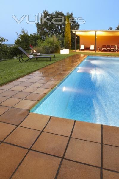 Foto gres bisbal pavimento cer mico exterior piscina terraza - Gres porcelanico para exterior ...