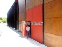 Puerta ac�stica tc2 de grandes dimensiones, instalada en sala de espect�culos.