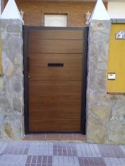 Puertas con panel sanwuich y bocacartas