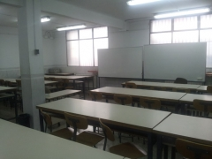 Superfície: 62,94 m2  pizarra: si  proyector: si  capacidad: 30 alumnos