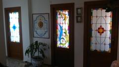 Puertas de paso con vidrieras artisticas.