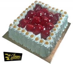 Tarta nata y fresas naturales