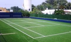 Pista de tenis con c�sped deportivo de 15mm 65000 puntadas
