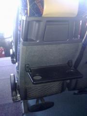 Autocares provistos de asientos con apoyapies y revistero en todos los asientos
