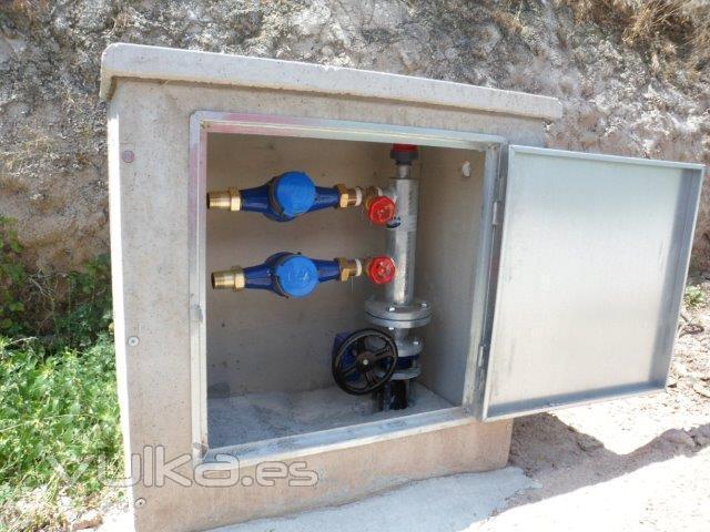 Foto armario de contadores riego con colector para dos for Caja contador agua