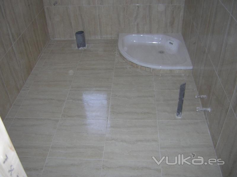 Foto peque o cuarto de ba o con ducha y sanitario - Cuartos pequenos con bano ...