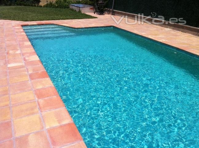 Foto baldosa remate o coronaci n piscina manual antideslizante y no quema los pies en pleno sol - Coronacion de piscinas precios ...