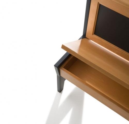 Detalle caj�n aprovechable banco Arga modelo Zen en madera maciza de Haya