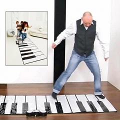 Piano gigante, en www.lastori.com.