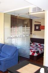 Separaci�n de espacios entre cocina -comedor de dormitorio en un estudio