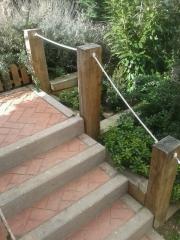 barandilla en escalera con traviesa y soga