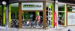 Exterior de nuestra tienda en la calle principal de Gernika