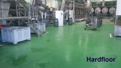 Suelo de resina antideslizante en clasificado de aceitunas