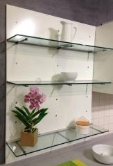 Detalle pr�ctico y decorativo de mueble de cocina en color blanco