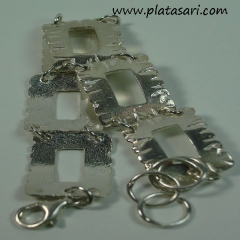 Pulsera de plata texturas.