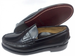 Mocas�n penny loafer beefroll (tipo castellano) en color negro de sebago. ancho eee. suela de cuero.