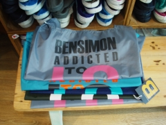 Tambien bolsas shopping en el pop-up store bensimon en zap zap