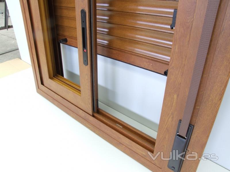 Ventanas pvc imitacion madera simple ventana abatible con for Ventanales de aluminio imitacion madera