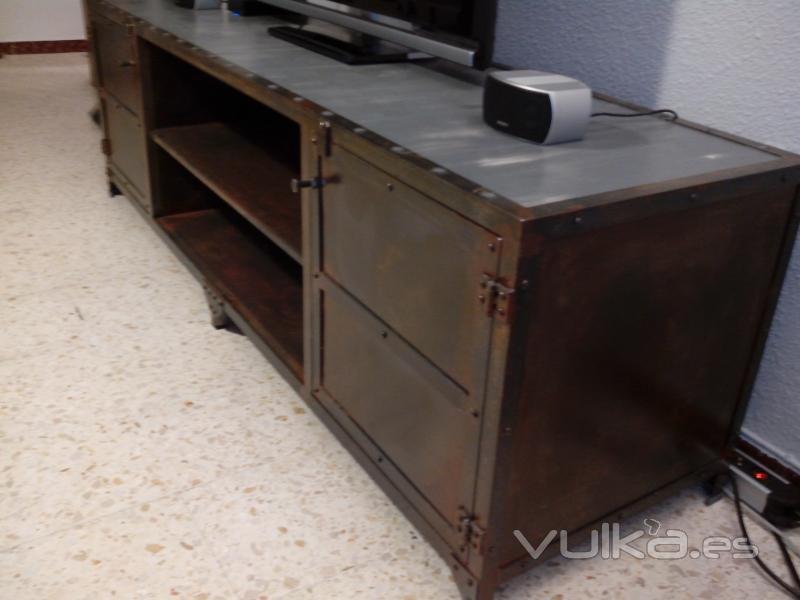 Mueble multimedia en hierro oxidado y madera Estilo industrial