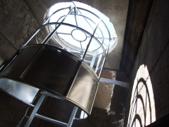 Escalera para galer�a subterr�nea que impide la ca�da de peatones