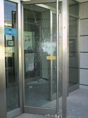 Reparaciones urgentes por vandalismo- cristaleria