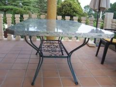 Mesa en granito verde imperial