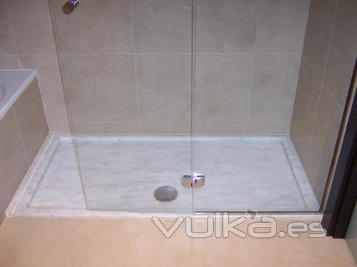 Foto plato de ducha en marmol blanco ibiza for Marmol para ducha