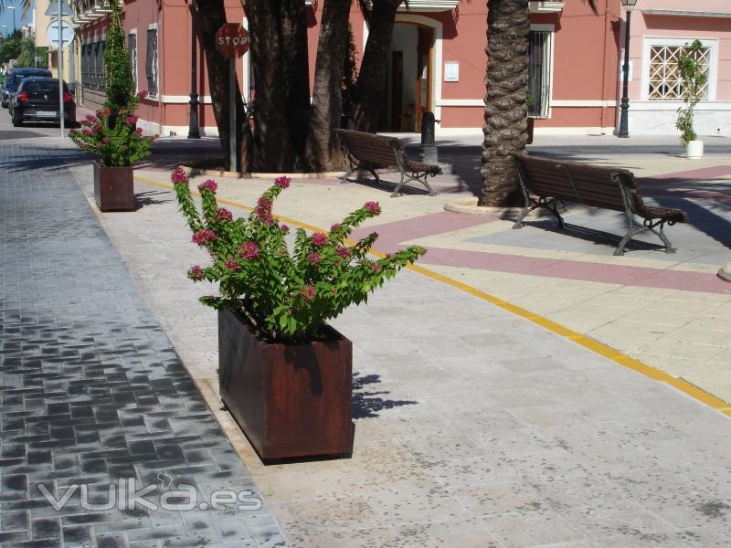 Foto jardinera acero corten prisma rectangular - Jardineras acero corten ...