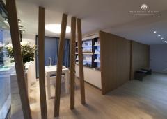 Realizacion de clinica con maderas de roble y casta�o acabada con aceite RMC