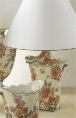 L�mpara de sobremesa ondulada, con motivos florales, english rose. cer�mica san marco.