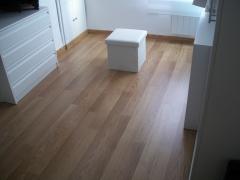 Carpinteria salmartín. suelo laminado de roble 2 lamas en vestidor