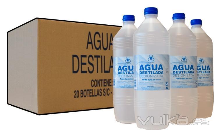 Agua desionizada en botellas de 1 litro. Cada caja de agua destilada contiene 20 litros.