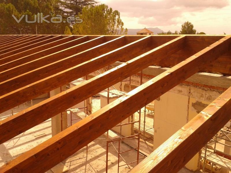 Cutecma estructuras de madera y tejados de madera for Tejados de madera barcelona