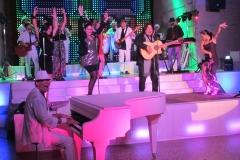 FRESH partyband con 3 hasta 18 artistas en el escenario