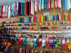 Gran variedad de complementos de flamenca  economicos en fuengirola