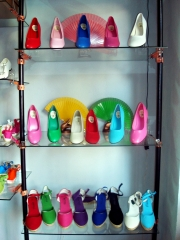 Zapatos de flamenca y zapatillas de esparto para se�oras en gran variedad de colores