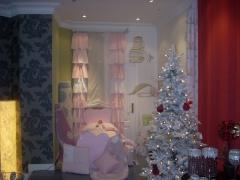 Exposicion decorada con diferentes ambientes, navidad
