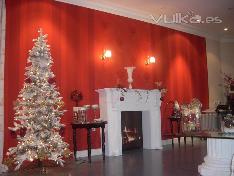 Foto exposicion decorada con papel pintado y chimenea - Chimeneas decoradas ...