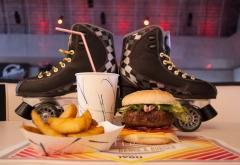 La hamburguesa es el plato estrella en el Rolling Dance & Burger de Chamart�n
