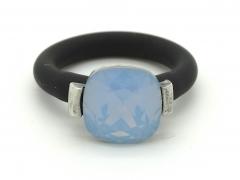 Anillo ajustable caucho con cristal swarovski azul opal.