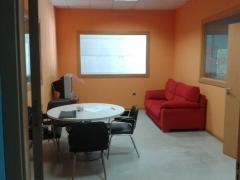 Sala de Espera con conexi�n Wifi Gratuita, cafe, calefacci�n y Aire Acondicionado