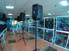 Interior tienda sonido astillero